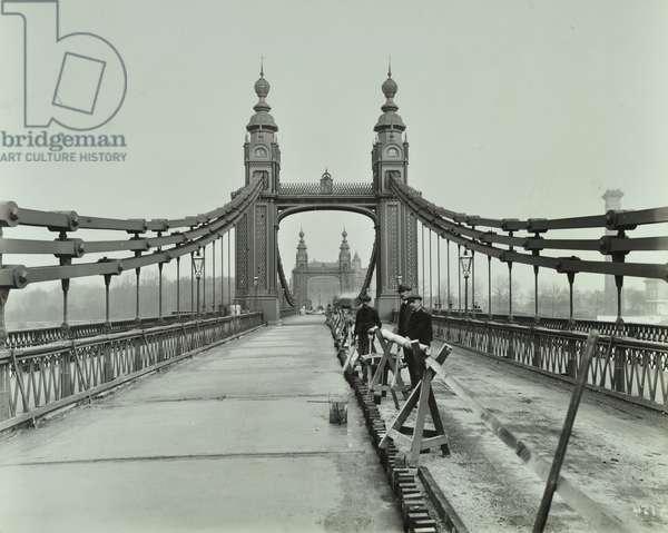 View along Old Chelsea Bridge, 1922 (b/w photo)