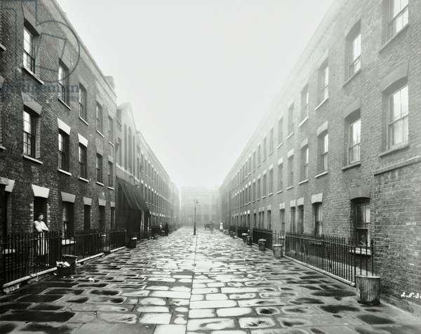 Turin Street, Bethnal Green, 1938 (b/w photo)