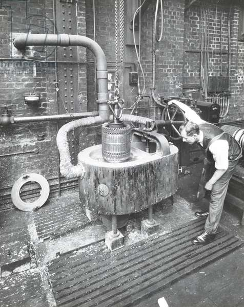 Central Repair Depot: solder vat, 1932 (b/w photo)