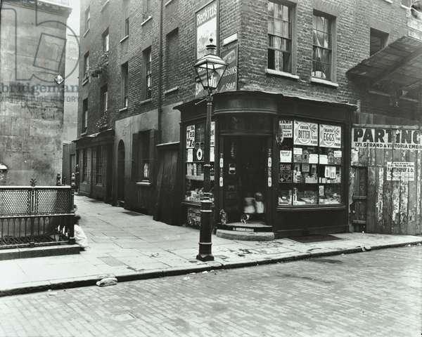New Inn passage, corner of Houghton Street , 1903 (b/w photo)
