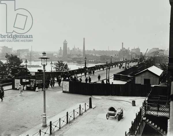 Waterloo Bridge: reopening of the bridge after repairs, 1924 (b/w photo)