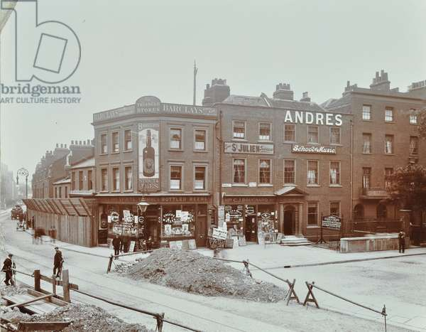 Triangle: Mare Street at Triangle, London, 1909 (b/w photo)