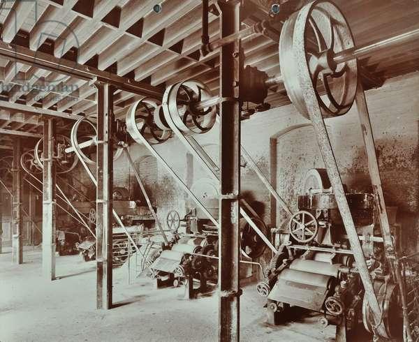Hubbuck's Wharf, 77 Broad Street: ground floor showing machines, 1907 (b/w photo)
