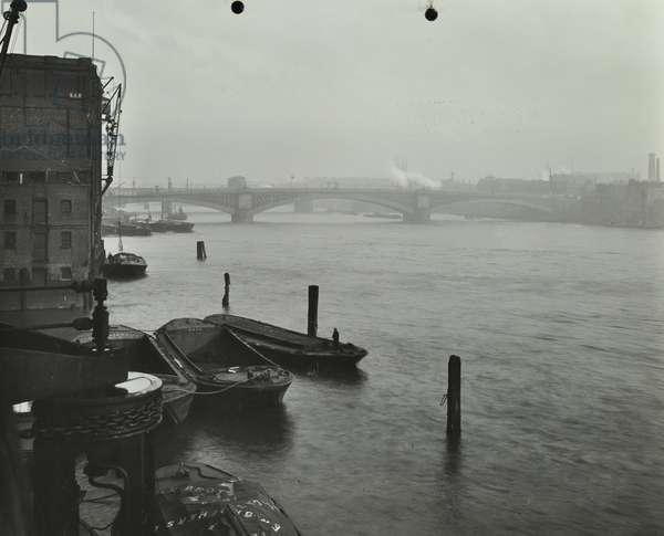 Southwark Bridge: view from upstream, 1913 (b/w photo)