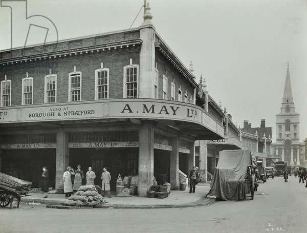 Spitalfields Market, 1932 (b/w photo)