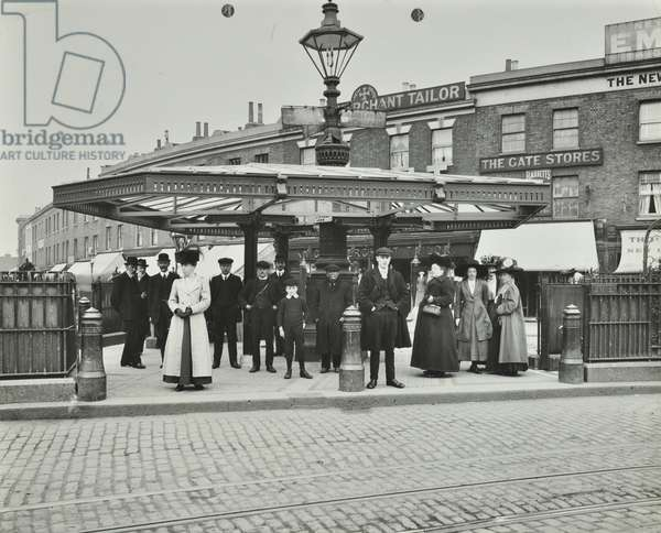 New Cross Gate Tram Shelter: group waiting for a tram, 1911 (b/w photo)