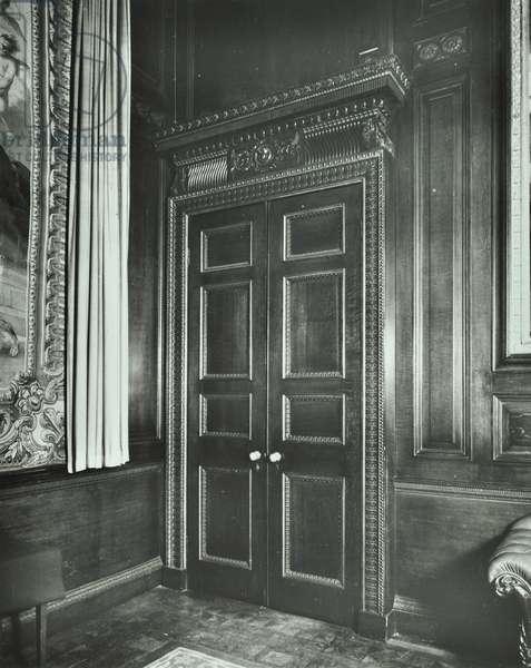 Court Room, Drapers' Hall, Throgmorton Avenue, City of London, 1977 (b/w photo)