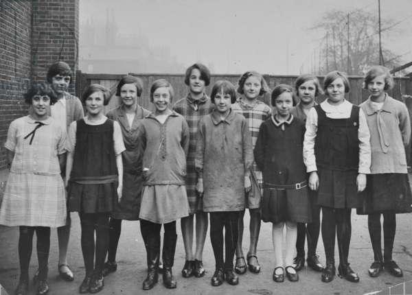 Schoolchildren, Lyndhurst Grove School, 1942 (b/w photo)