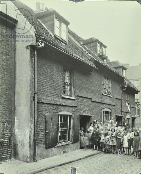East Lane: children outside slum housing, 1923 (b/w photo)