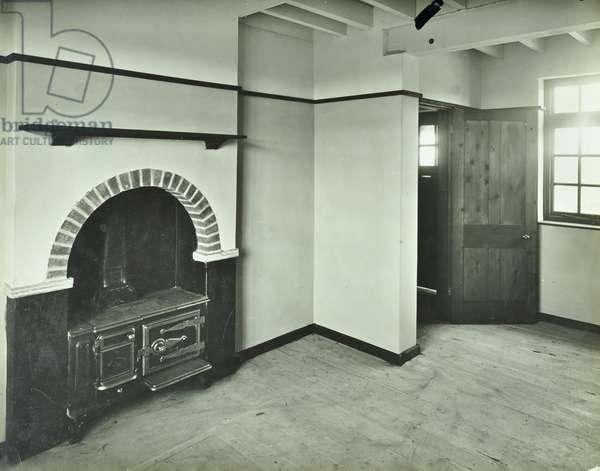 Holding 37, interior of the living room, Shorne Estate, Kent, 1922 (b/w photo)