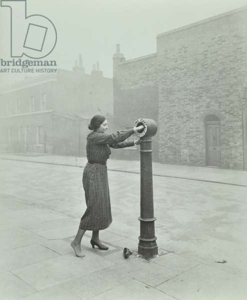 Fire Brigade instructional photograph: demonstration of operating alarm, 1936 (b/w photo)