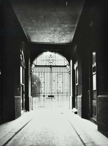 Hay's Wharf, 51-67 Tooley Street: central gateway, London, 1983 (b/w photo)