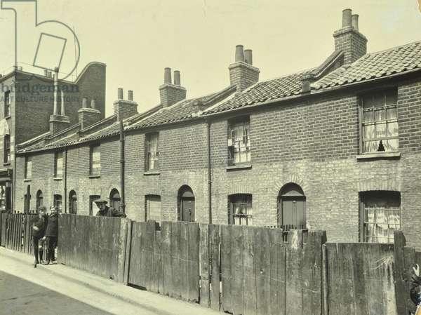 Ware Street: slum properties, 1924 (b/w photo)