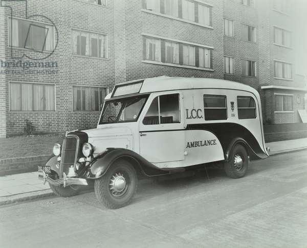 Ford V.8 ambulance: exterior, 1939 (b/w photo)