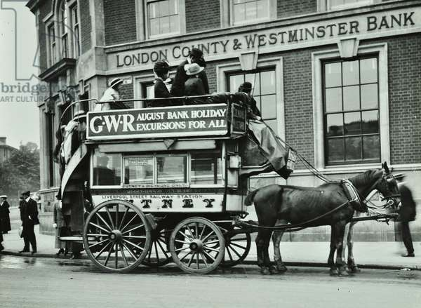 Horse-drawn omnibus at foot of Putney Hill with London County and Westminster Bank at the background, 1912 (b/w photo)