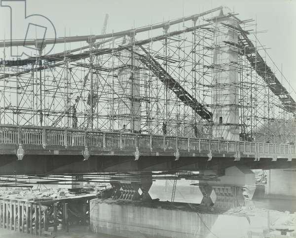 Chelsea Bridge: centre in scaffolding, 1937 (b/w photo)