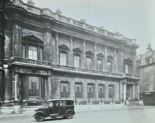 74 Saint James's Street, Westminster LB: front elevation, 1945 (b/w photo)