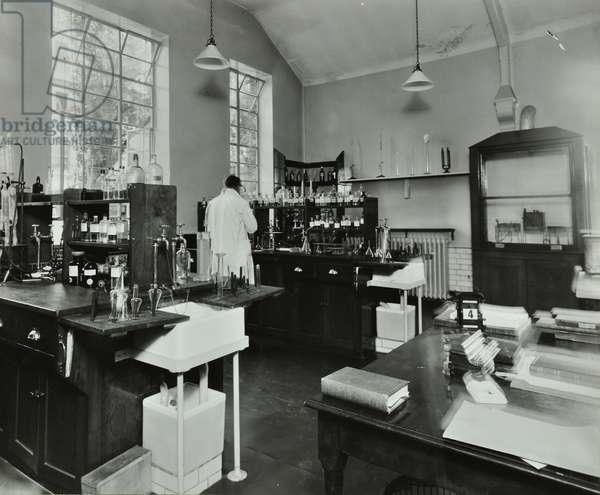 St Mary Abbott's Hospital: interior of laboratory test room, 1934 (b/w photo)