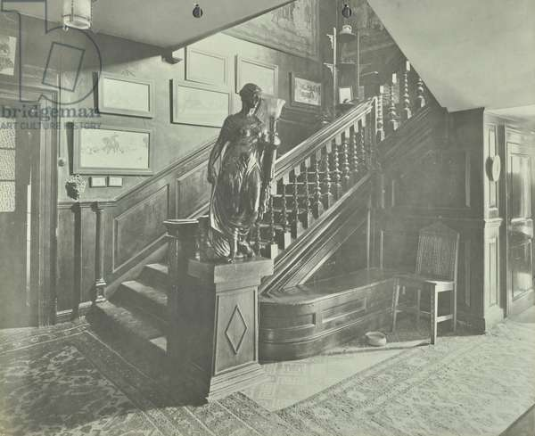 112 Battersea Church Road: staircase and hall, London, 1906 (b/w photo)