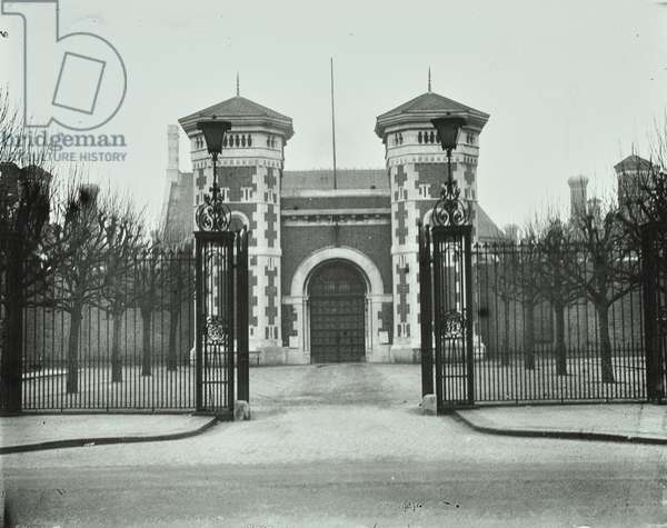 Wormwood Scrubs Prison: from front, 1930 (b/w photo)