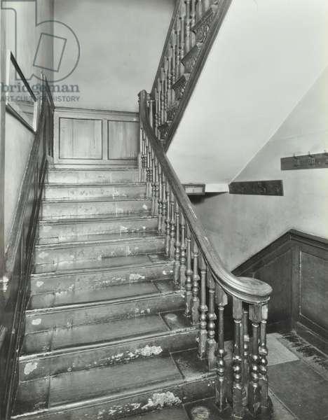 29 Stepney Green: Roland House, staircase detail, 1932 (b/w photo)