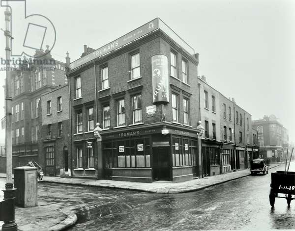 Carpenters Arms, Cheshire Street, Bethnal Green, 1938 (b/w photo)