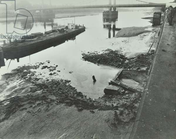 Western Pumping Station: reconstruction of apron, 1945 (b/w photo)