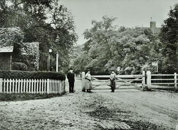 Toll Gate, Dulwich, 1923 (b/w photo)