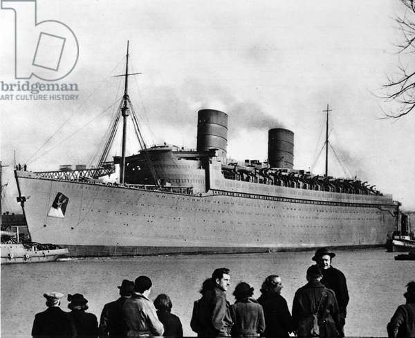 View of the liner RMS Queen Elizabeth requests for the transport of troops during World War II.