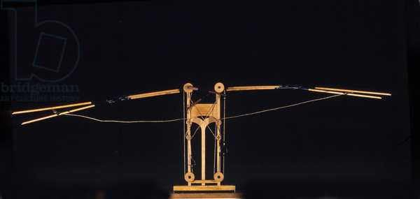 Machine for flying with wing wings. Model from the drawing of Leonardo da Vinci (Leonardo da Vinci). Museum of Science and Technology, Milan.