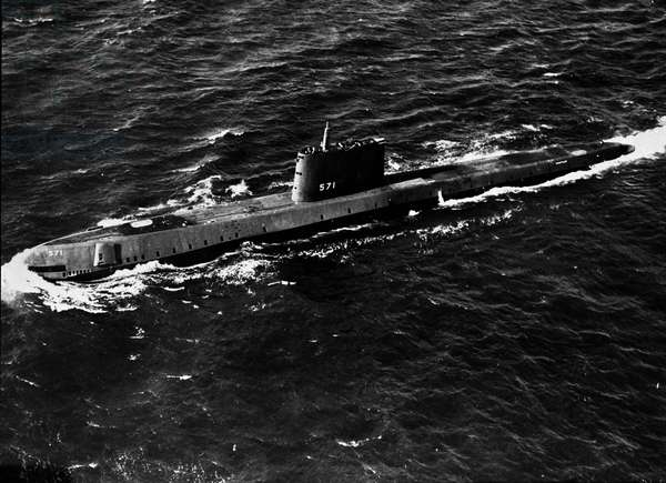 View of the USS Nautilus (SSN-571), the first nuclear submarine (submarine) immersion during its first tests on 20/01/1955. Photography