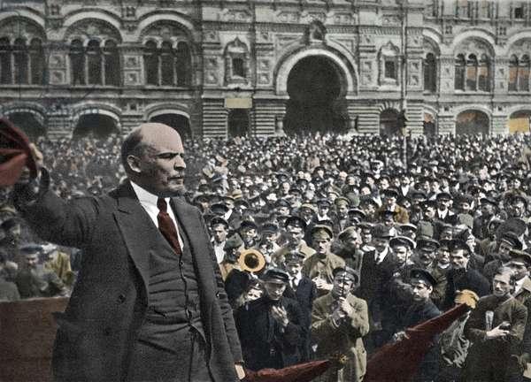 Lenin addressing vsevobuch troops on red square in moscow on may 25, 1919. - Vladimir Ilyich Lenin (Lenin) (1870-1924)