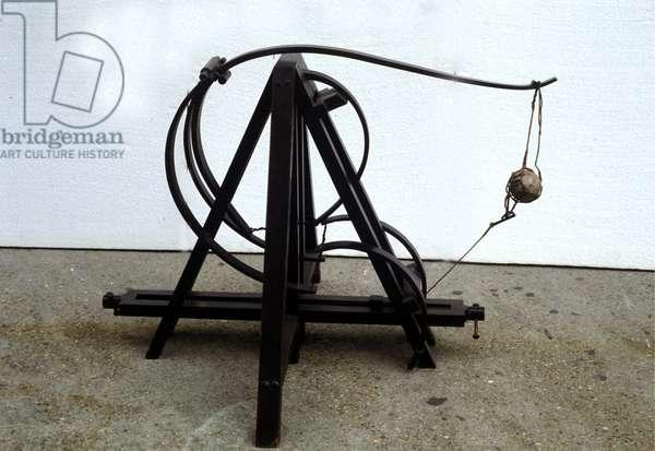 A catapult. Model from the drawing of Leonardo da Vinci (Leonardo da Vinci). Museum of Science and Technology, Milan.