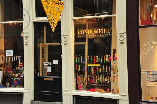 Showcase of a shop in Amsterdam specialised in the sale of preservatives.