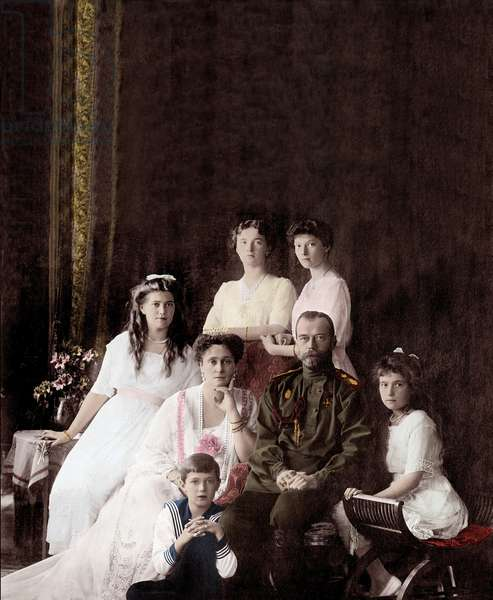 Imperial family of Russia. Tsar Nicholas II is seated with His wife Alexandra and daughters Olg, Tatiana, Mary and Anastasia. 1914 Portrait of the Russian Imperiale Family. Great Duchess Olga Nikolaevna of Russia (Olga Nikolaievna Romanova) (1895-1918), Great Duchess Mary (Maria Nikolaevna of Russia) (Maria Nikolaievna Romanova) (1899-1918), Tsar Nicholas II (1868-1918), the Tsarine Alexandra Fyodorovna (Alexandra Feodorovna Romanova, Alexandra Fiodorovna Romanova, Victoria Alix Helene Louise Beatrice of Hesse and the Rhine, Alix of Hesse-Darmstadt (Alix of Hesse Darmstadt) (1872-1918), Grand Duchess Anastasia Nikolaevna of Russia (Anastasia Nikolaevna) (1901-1918), Tsarevich Alexei (Alexis) Nicolaevich Romanov (1904) -1918) and Grand Duchess Tatiana Nikolaievna of Russia (Tatiana Nikolaievna Romanova) (1897-1918). Photography around 1914.