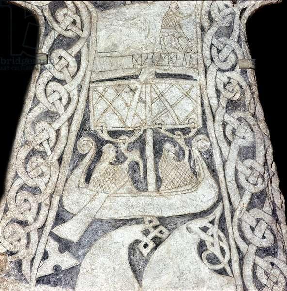 Runestone lilbjar depicting a drakkar (stone)