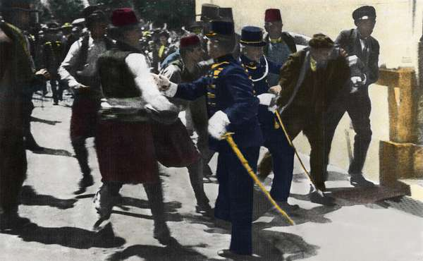 The arrest of Gavrilo Princip, Serbian nationalist and assassin of Archduke Francois Ferdinand (1863-1914) and the Duchess of Austria in Sarajevo on 28/06/1914 This event will end the 1st World War - Arrest of the assassin of the Archduke and Duchess of Austria, Sarajevo, 28 June 1914 - The assassination set Europe firmly on the road to the First World War