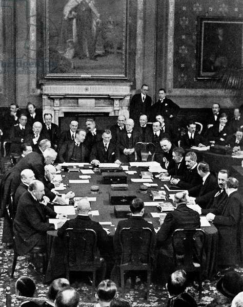 London, 01/12/1925. Ratification of the Locarno Accords that took place in Locarno (Switzerland) on 16/10/1925 between Aristide Briand, Chamberlain, Benito Mussolini, Stresemann and Vandervelde, recognizing borders in Europe.