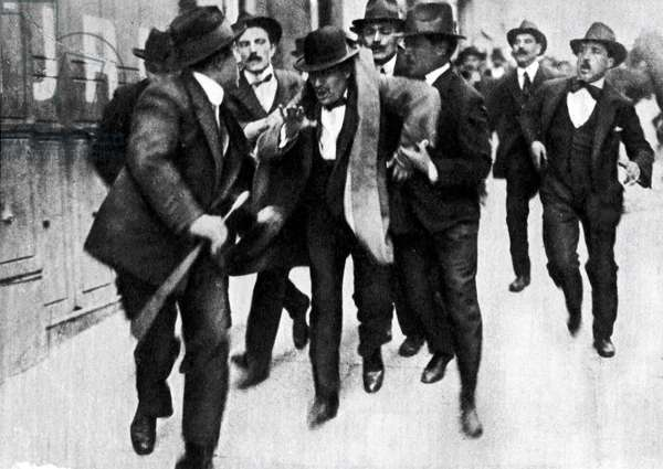 Mussolini arrested in Rome, after a meeting where he had demanded Italy's intervention by the side of France April 11, 1915 Italy - First World War: arrest of Benito Mussolini (1883-1945) in Rome on 11/04/1915 during an interventionist demonstration, Italy - Photography