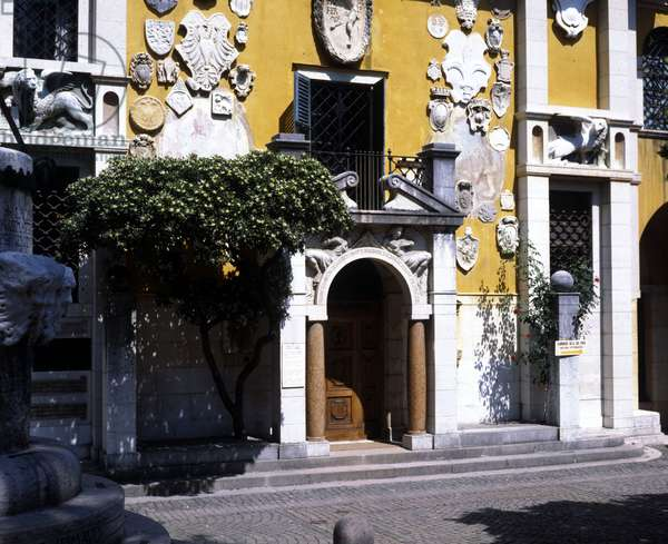 Gardone Riviera. Il Vittoriale. The entrance to the House of Gabriele D'Annunzio.