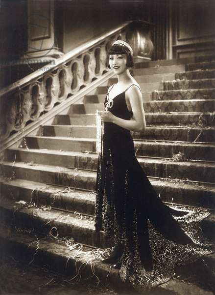 American actress Anna May Wong (1907-1961) dresses in fashion for the crazy years, in the 1920s
