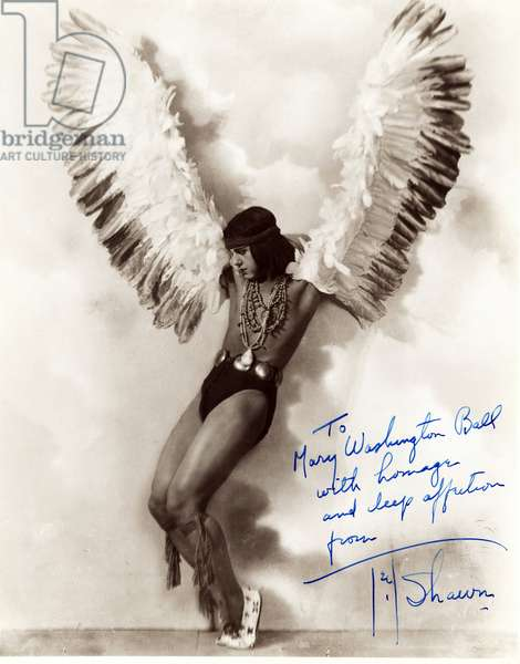 Portrait of American dancer Ted Shawn (1891-1972) with an American Indian costume (red skin or red skin) with wings, in the 1920's.
