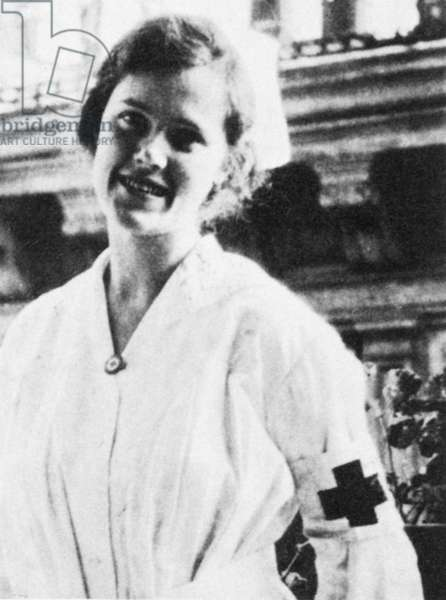 1918 :  The Sister AGNES VON KUROWSKY (1892-1984), celebrated young  lover of  american writer ERNEST HEMINGWAY ( Oak Park , IL 1899 - Ketchum , Indiana 1961 ) when was a young blessed soldier in WWI in Milano ( Italy ) Red Cross Hospital in Via Manzoni  -