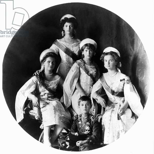 Portrait of the children of the Russian tsar Nicholas II (1868-1918), his four daughters (from left to right) Mary (Maria Nikolaevna of Russia) (Maria Nikolaievna Romanova) (1899-1918), Tatiana Nikolaievna of Russia (Tatiana Nikolaievna Romanova) (1897-1918), Anastasia Nikolaevna Nikolaevna Nikolaevna of Russia (Anastasia Nikolaevna of Russia (Anastasia Kolaievna Romanova) (1901-1918), Olga Nikolaevna of Russia (Olga Nikolaievna Romanova) (1895-1918) and his son Alexei (Alexis) Nicolaevich Romanov (1904-1918). Photography around 1911-1912