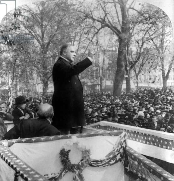 U.S. President William McKinley Speaking to Crowd, Quincy, Illinois, USA, Single Image of Stereo Card, 1900 (b/w photo)