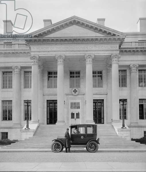 Ford Coupe in front of American Red Cross Building, Washington DC, USA, 1925 (b/w photo)