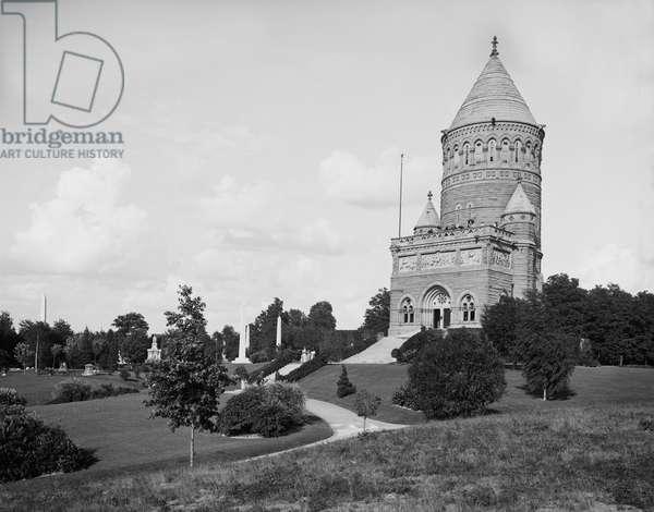 James A. Garfield Memorial, Cleveland, Ohio, USA, 1900 (b/w photo)