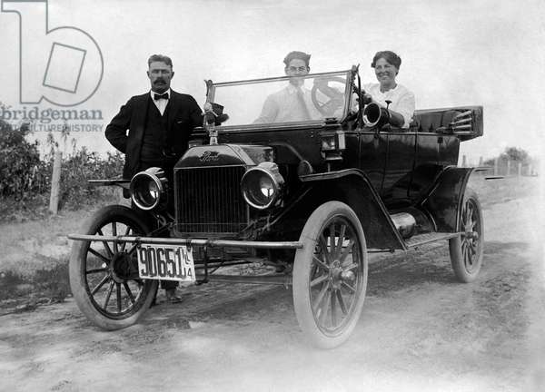 Three men and a Ford Model T automobile, c.1914 (b/w photo)