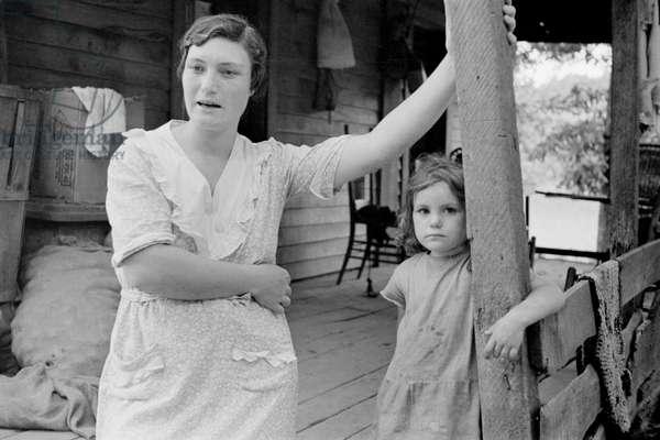 Sharecropper's Wife and Child, Ozark Mountains, Arkansas, USA, Arthur Rothstein for Farm Security Administration (FSA), August 1935