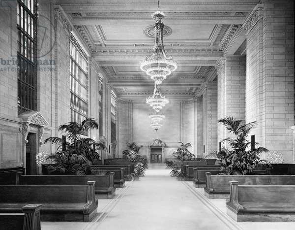 Main Waiting Room, Grand Central Terminal, New York City, USA, c.1915 (b/w photo)